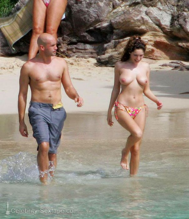 kelly brook topless on the beach 2 ziyi zhang nude. Zhang Ziyi in a funny scene from the move 2046.
