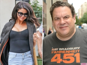 selena-gomez-jeff-garlin-sexualized-600x450